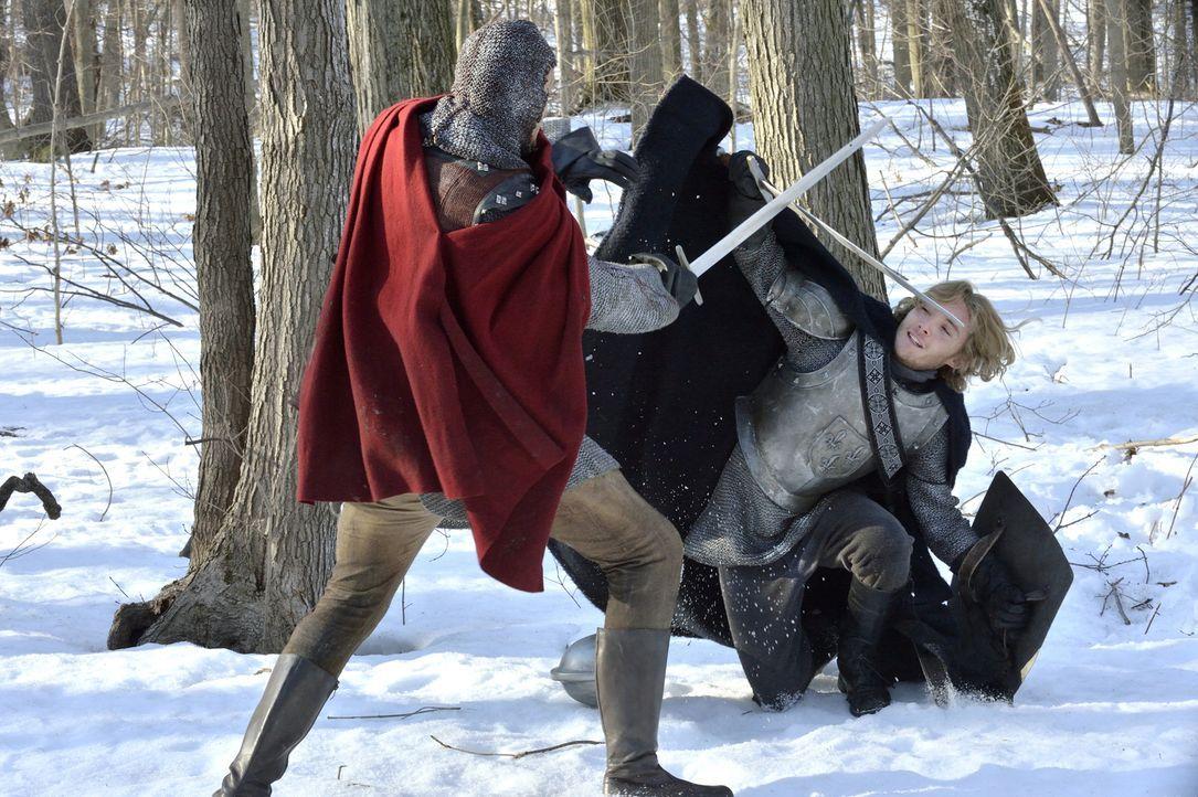 Im Kampf gegen die Engländer gibt Prinz Francis (Toby Regbo, r.) alles, um sein Land zu verteidigen ... - Bildquelle: 2013 The CW Network, LLC. All rights reserved.