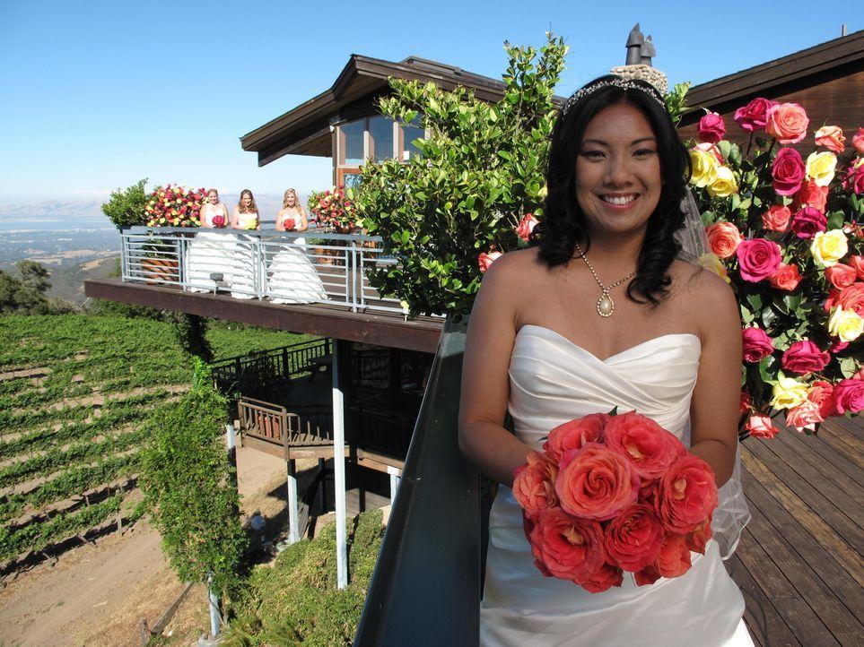 Wird Evelyns (r.) Hochzeit ihre Konkurrentinnen Carrie (l.), Becky (2.v.l.) und Tanaya (2.v.r.) aus den Socken hauen? - Bildquelle: Richard Vagg DCL