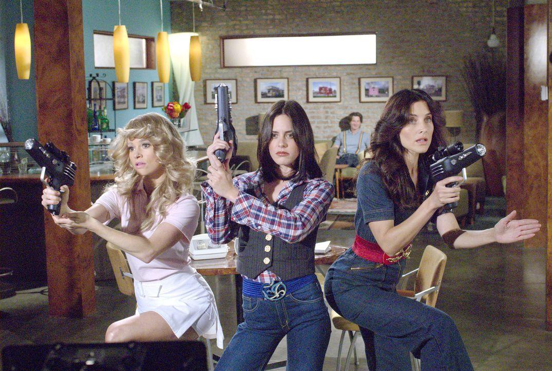 Die drei Engel haben einen Auftrag: sie müssen herausfinden, ob Jenny lesbisch ist... (v.l.n.r.: Alice - Leisha Hailey, Shane - Katherine Moennig,... - Bildquelle: Metro-Goldwyn-Mayer Studios Inc. All Rights Reserved.