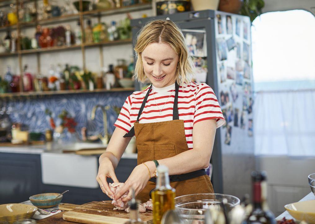 Saoirse Ronan - Bildquelle: Steve Ryan 2019 Jamie Oliver Enterprises Ltd. / Steve Ryan
