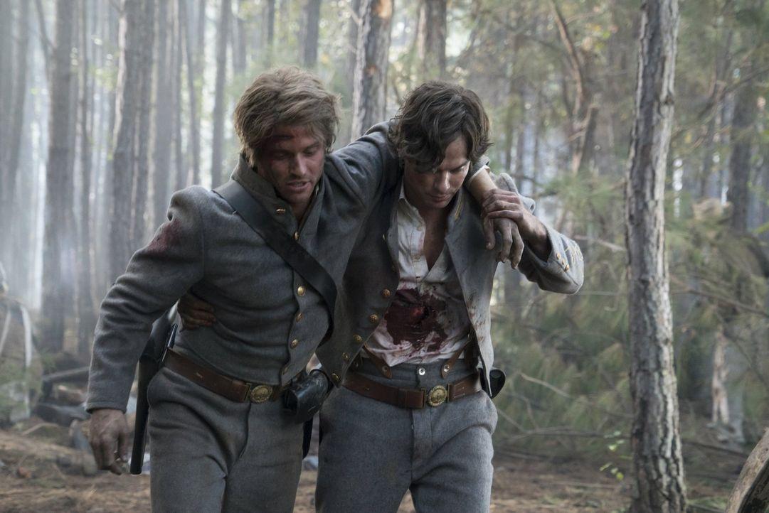 Gefangen im Phoenix-Stein, trifft Damon (Ian Somerhalder, r.) auf seinen alten Freund Henry (Evan Gamble, l.), doch was von alldem ist wirklich real... - Bildquelle: Warner Bros. Entertainment, Inc.