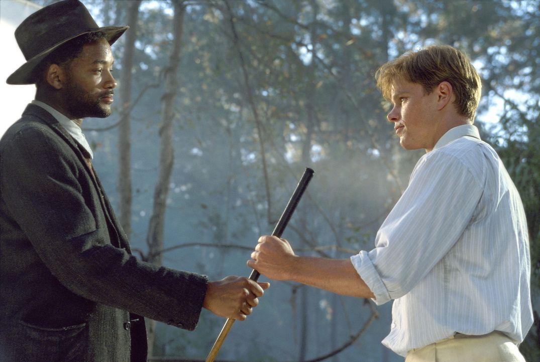 Kurz vor dem Turnier taucht der geheimnisvolle Bagger Vance (Will Smith, l.) auf und heuert bei dem ausgebrannten Ex-Talent (Matt Damon, r.) als Cad... - Bildquelle: 20th Century Fox Film Corporation