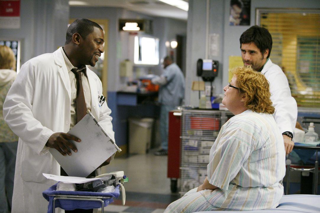 Kümmern sich um Tina (Maile Flanagan, M.): Pratt (Mekhi Phifer, l.) und Tony (John Stamos, r.) ... - Bildquelle: Warner Bros. Television