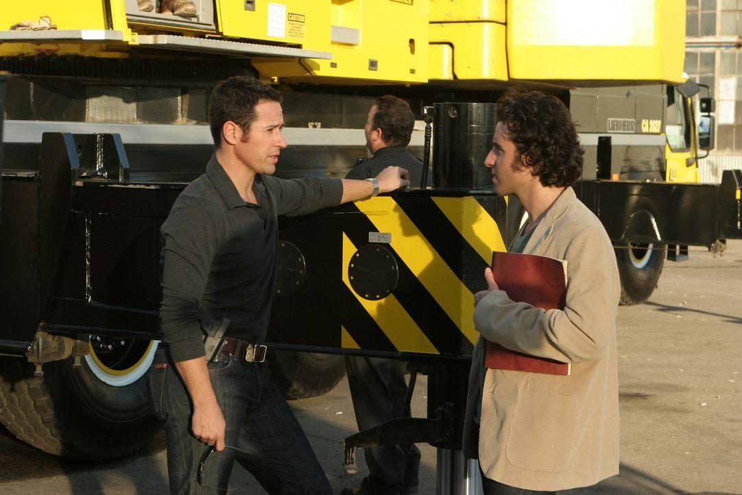 Versuchen einen neuen verzwickten Fall zu lösen: Don (Rob Morrow, l.) und Charlie (David Krumholtz, r.) ... - Bildquelle: Paramount Network Television