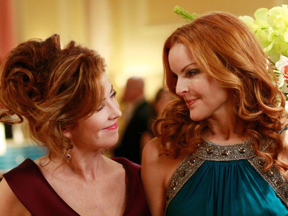 Wollen gemeinsam die alljährliche Verleihung des Founder's Award organisieren: Bree (Marcia Cross, r.) und Katherine (Dana Delany, l.) ... - Bildquelle: ABC Studios