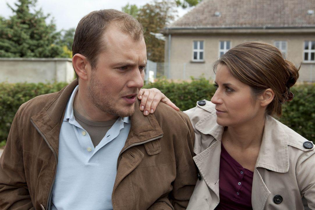 Als Michael Bea (Vanessa Jung, r.) um Miriams Nummer für seinen Bruder Sebastian fragt, macht sie sich daran, die Beziehung zwischen Piet (Oliver P... - Bildquelle: David Saretzki SAT.1