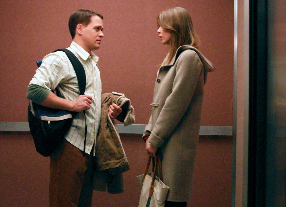 Während George (T.R. Knight, l.) und Meredith (Ellen Pompeo, r.) beschließen, sich mehr um ihre Karrieren als um ihre Nicht-Beziehungen zu kümmern,... - Bildquelle: Touchstone Television
