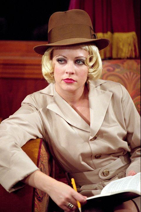 """Während der Fahrt auf dem """"Halloween Mystery-Zug"""" wird Sabrina (Melissa Joan Hart) zum Detektiv, der den Mordfall an Josh lösen muss. - Bildquelle: Paramount Pictures"""