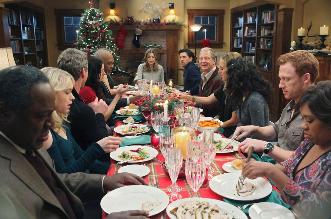 Weihnachten steht vor der Tür: (v.l.n.r.) William (Frankie Faison), Sloan (Leven Rambin), Mark (Eric Dane), Lexie (Chyler Leigh), Webber (James Pick... - Bildquelle: Touchstone Television