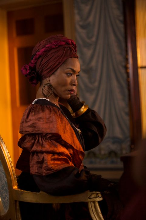 Wähnte sich für viele Jahre am Ziel: Marie Laveau (Angela Bassett) ... - Bildquelle: 2013-2014 Fox and its related entities. All rights reserved.