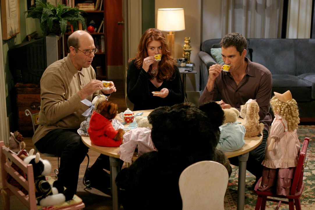 Als Ned (Stephen Tobolowsky, l.) Grace (Debra Messing, M.) und Will (Eric McCormack, r.) zum Tee einlädt, nimmt das Grauen seinen Lauf ... - Bildquelle: Justin Lubin 2003 NBC, Inc. All rights reserved.