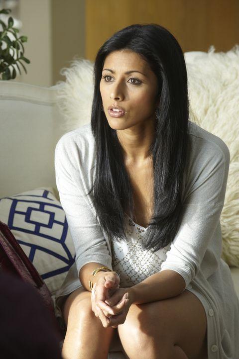 Nachdem sie die Verlobung mit Raj aufgelöst hat, muss sich Divya (Reshma Shetty) erst einmal neu orientieren ... - Bildquelle: Barbara Nitke 2011 Open 4 Business Productions, LLC. All Rights Reserved. / Barbara Nitke