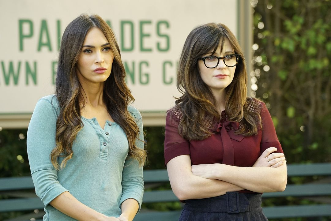 Wie werden sich Reagan (Megan Fox, l.) und Jess (Zooey Deschanel, r.) verstehen? - Bildquelle: 2016 Fox and its related entities.  All rights reserved.