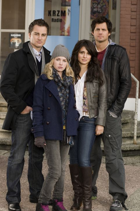 (1. Staffel) - Eine ganz besondere Patchworkfamilie: Ryan (Kerr Smith, l.), Lux (Brittany Robertson, 2.v.l.), Cate (Shiri Appleby, 2.v.r.) und Nate... - Bildquelle: The CW   2009 The CW Network, LLC. All Rights Reserved