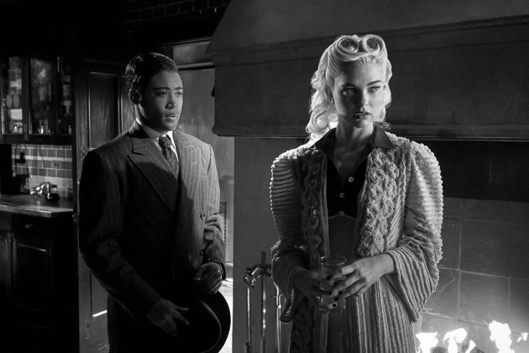 Milton 'MG' Greasley (Quincy Fouse, l.); Lizzie Saltzman (Jenny Boyd, r.) - Bildquelle: 2020 Warner Bros Entertainment Inc. All rights reserved.