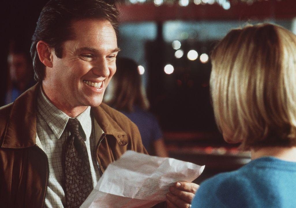 Ted (Richard Thomas) überbringt seiner Frau Betsy (Maureen McCormick) gute Nachrichten ... - Bildquelle: A-Pix Entertainment