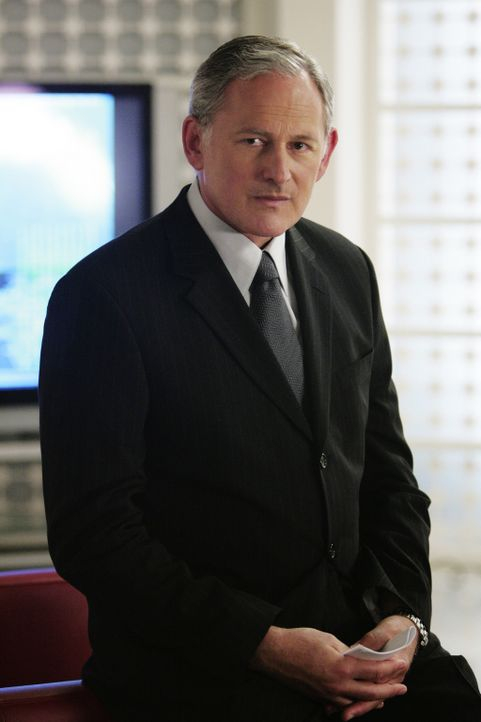 Jack (Victor Garber) hat einen neuen Agenten, Thomas Grace, eingestellt. Er soll den ermordeten Vaughn und Weiss, der nach Washington befördert wir... - Bildquelle: Touchstone Television