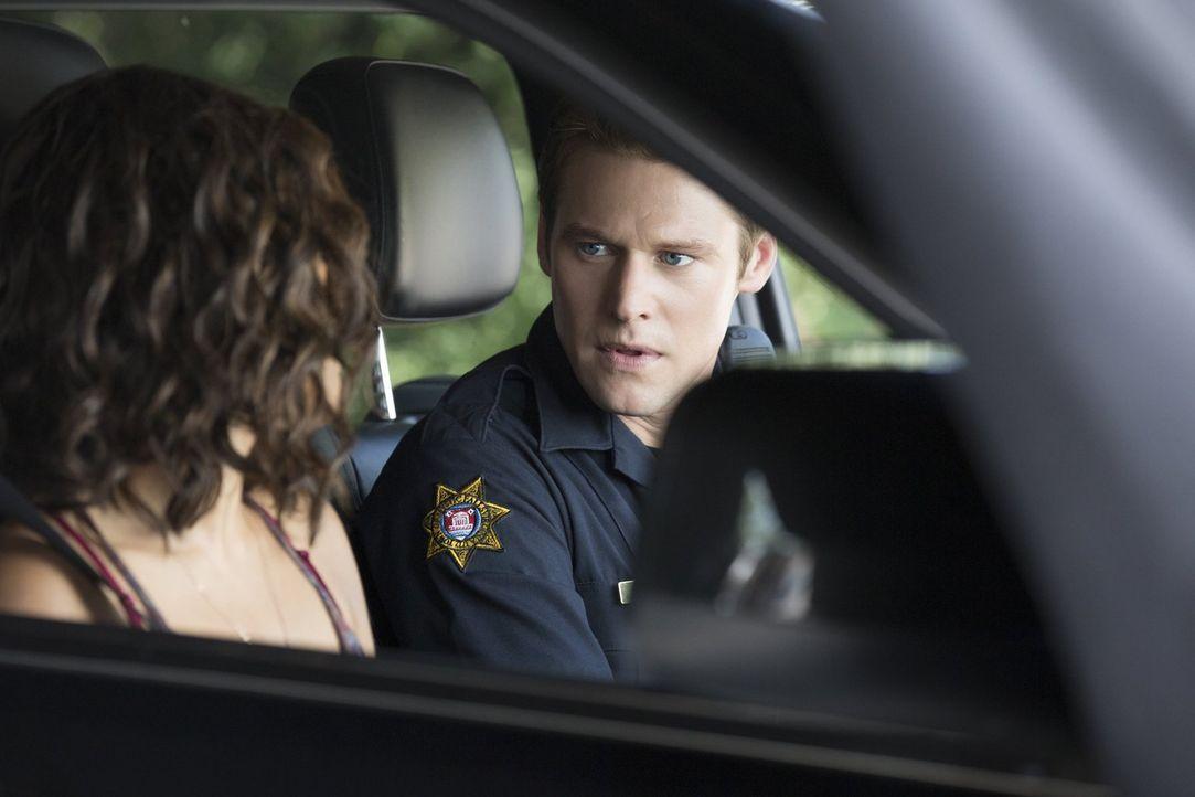 Wie weit würde Matt (Zach Roerig, r.) gehen, um Caroline zu retten? - Bildquelle: Warner Bros. Entertainment, Inc.