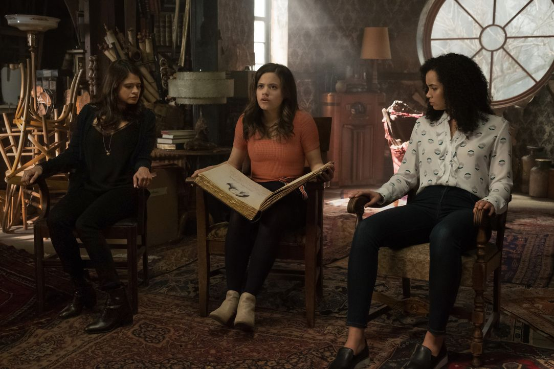 (v.l.n.r.) Mel Vera (Melonie Diaz); Maggie Vera (Sarah Jeffery); Macy Vaughn (Madeleine Mantock) - Bildquelle: Katie Yu 2018 The CW Network, LLC. All rights reserved. / Katie Yu