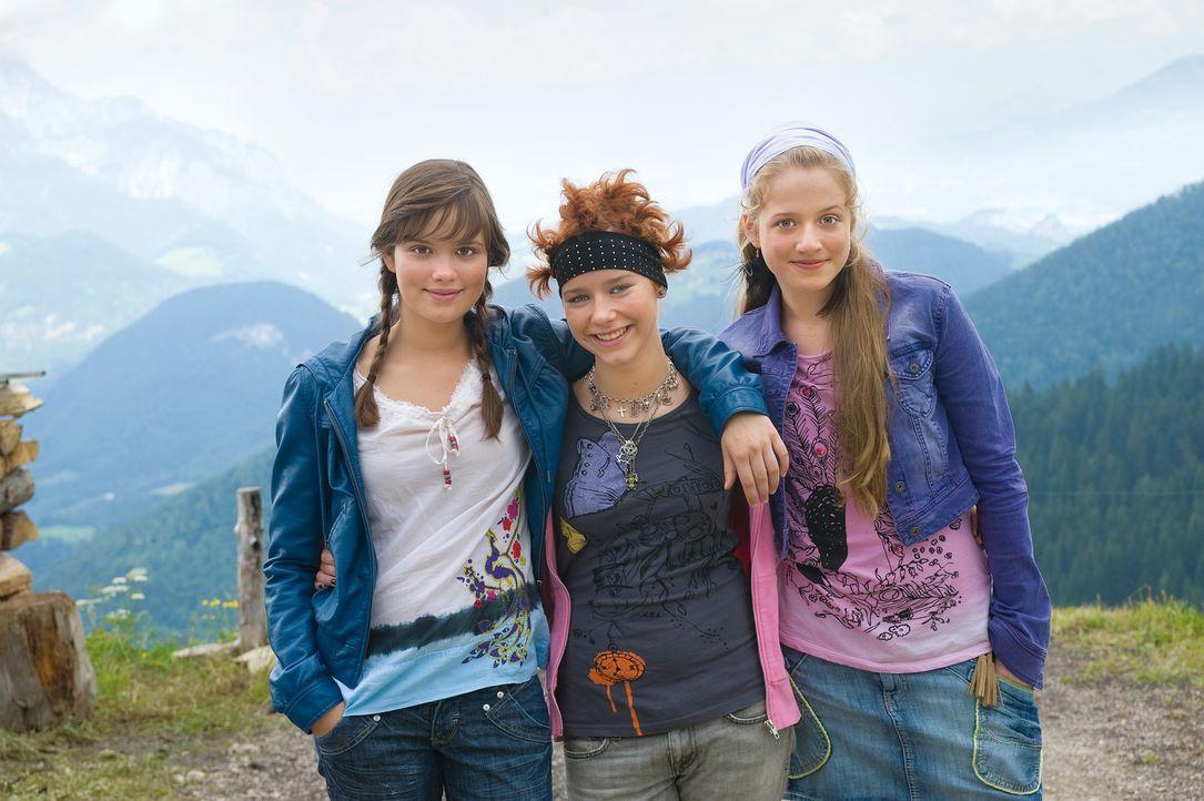 Eigentlich hatten Kati (Henriette Nagel, l.), Hanna (Selina Shirin Müller, M.) und Mila (Emilia Schüle, r.) sich die Chorfahrt in die Berge ganz sch... - Bildquelle: Constantin Film Verleih GmbH