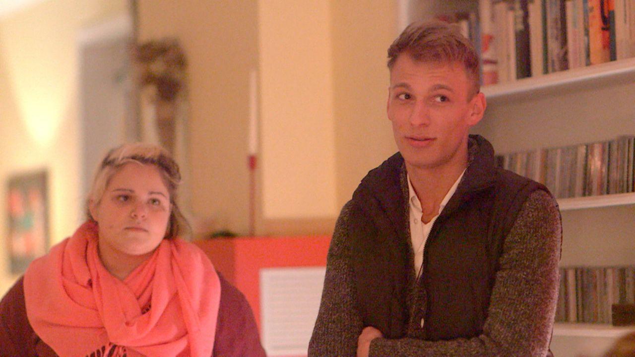 Heile Welt dagegen bei Nele (l.) und Patrick (r.). Doch der bevorstehende Besuch bei seinen Eltern entwickelt sich schwieriger als erwartet ... - Bildquelle: SAT.1