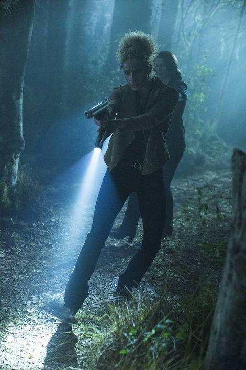 Joanna (Julia Ormond, r.) sucht Hilfe bei einer alten Bekannten, aber Alex (Michelle Hurd, l.) will eigentlich nichts mehr mit ihr zu tun haben ... - Bildquelle: 2014 Twentieth Century Fox Film Corporation. All rights reserved.