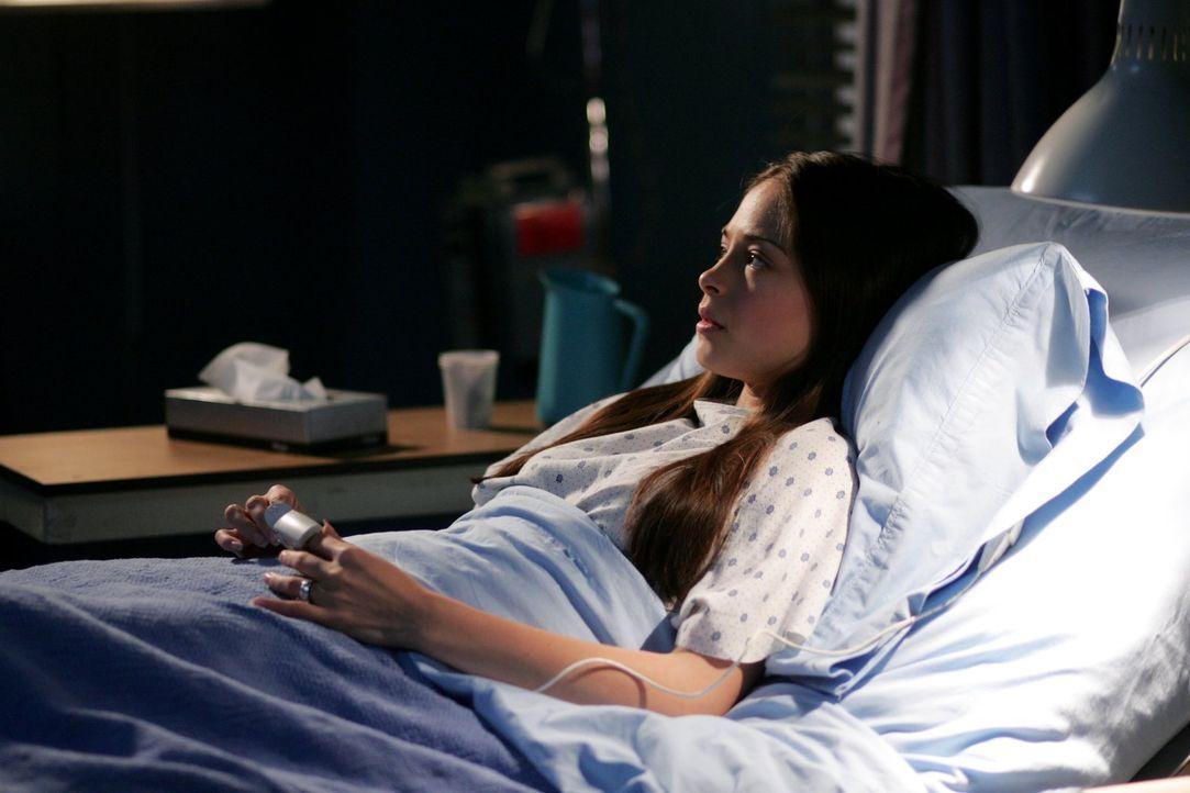 Hat sie wirklich nur so getan, als wäre sie schwanger und damit nicht nur sich selbst betrogen? Lana (Kristin Kreuk) weiß nicht, was sie denken soll... - Bildquelle: Warner Bros.