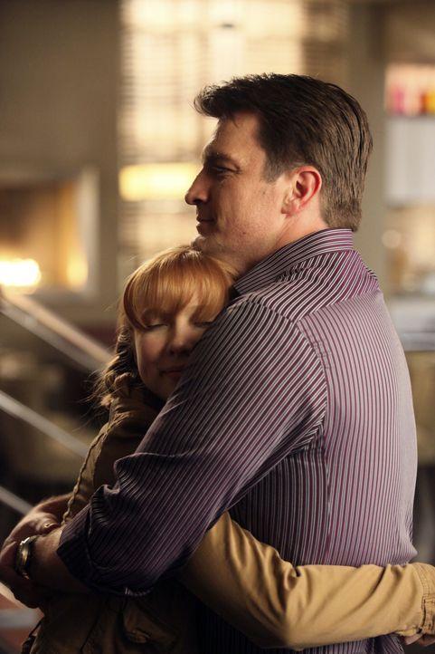 Alexis (Molly C. Quinn, l.) macht sich Sorgen um ihren Vater (Nathan Fillion, r.), der mal wieder von einer Frau enttäuscht wurde. - Bildquelle: ABC Studios