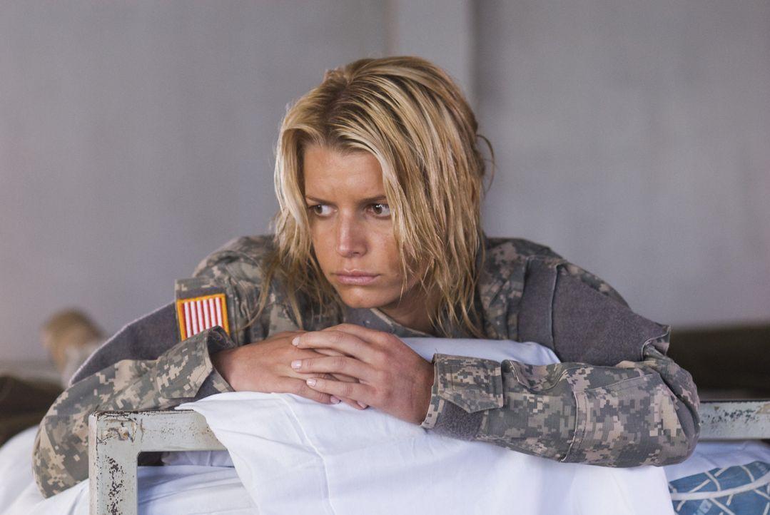 Völlig erschöpft und überfordert muss Hollywoodstar Megan Valentine (Jessica Simpson) feststellen, dass alle unter ihren mangelnden militärischen Ei... - Bildquelle: 2007 MAJOR PRODUCTIONS, INC.