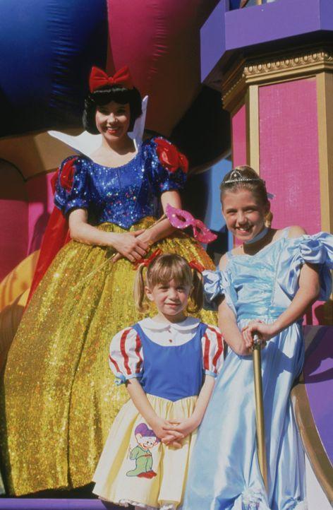 Michelle (Ashley/Mary-Kate Olsen, M.) und Stepahnie (Jodie Sweetin, r.) genießen die Zeit bei Disneyworld in Florida ... - Bildquelle: Warner Brothers Inc.