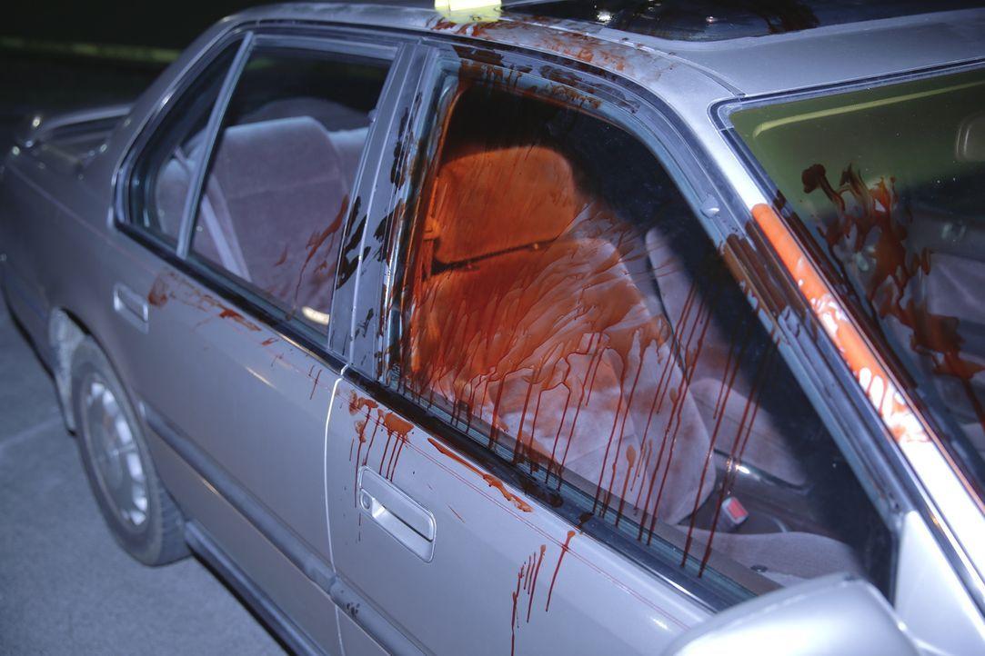 Blutiges Drama: Ein beliebter Army-Veteran wird tot aufgefunden - verblutet auf einem dunklen Parkplatz. Seine Brust übersät mit unzähligen Messerst... - Bildquelle: Jupiter Entertainment