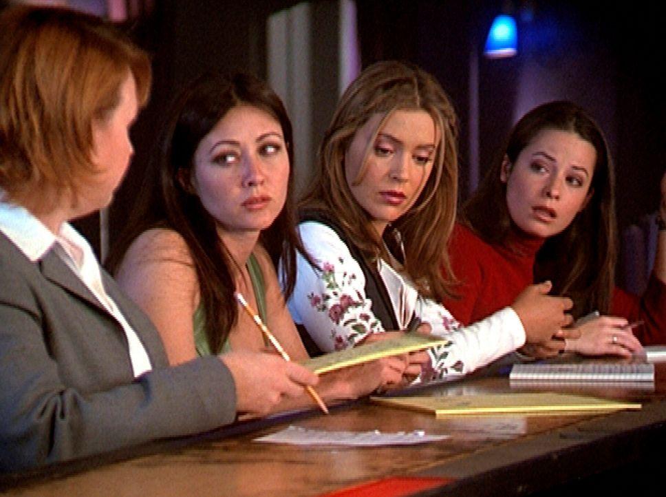 (v.l.n.r.) Natalie (Audrey Wasilewski) hat das Amt von Leo übernommen. Prue (Shannen Doherty), Phoebe (Alyssa Milano) und Piper (Holly Marie Combs)... - Bildquelle: Paramount Pictures