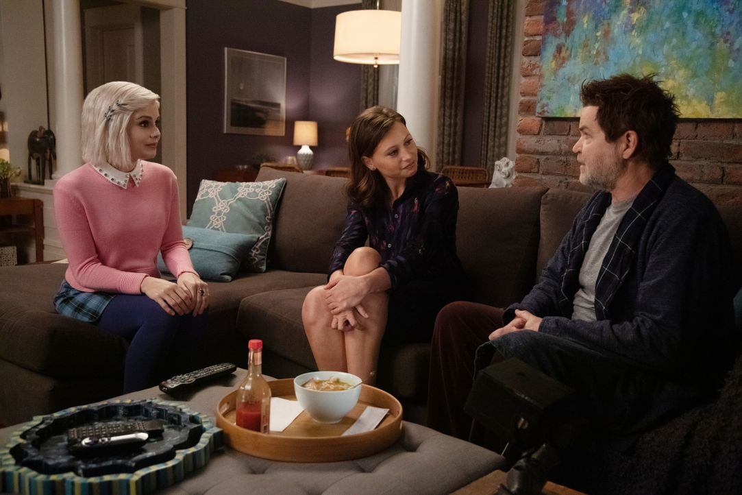 (v.l.n.r.) Liv Moore (Rose McIver); Peyton Charles (Aly Michalka); Martin Roberts (Bill Wise) - Bildquelle: Jack Rowand 2019 The CW Network, LLC. All Rights Reserved. / Jack Rowand