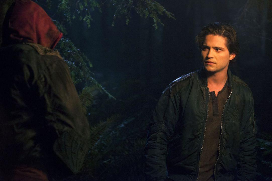 Als Finn (Thomas McDonell) bewusst wird, dass keiner mehr wirklich bei Sinnen ist, versucht er zu helfen, doch dann steht er plötzlich einem Erdbewo... - Bildquelle: Warner Brothers