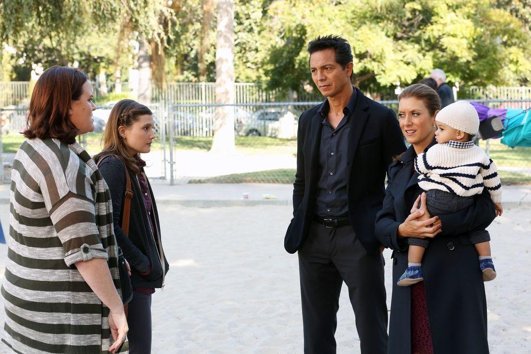 Eine schwierige Situation für alle: Addison (Kate Walsh, 2.v.r.), Jack (Benjamin Bratt, M.), Mutter Judi (Emily Moss Wilson, 2.v.l.) und deren Mutt... - Bildquelle: ABC Studios