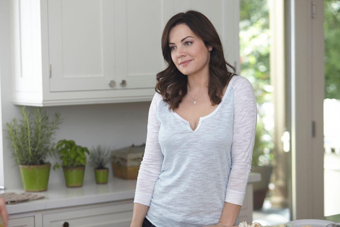 Alex (Erica Durance) hat immer noch mit der Trennung von Charlie zu kämpfen, doch ein Hilferuf reist sie aus der Trance ... - Bildquelle: 2012  Hope Zee One Inc.