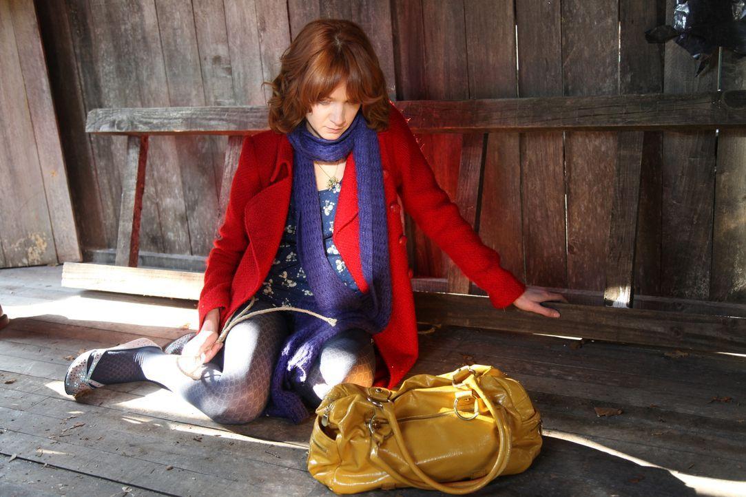 Als Chloé (Odile Vuillemin) im Leben des Opfers forscht, macht sie erstaunliche Entdeckungen ... - Bildquelle: Stanislas Marsil 2011 BEAUBOURG AUDIOVISUEL / Stanislas Marsil