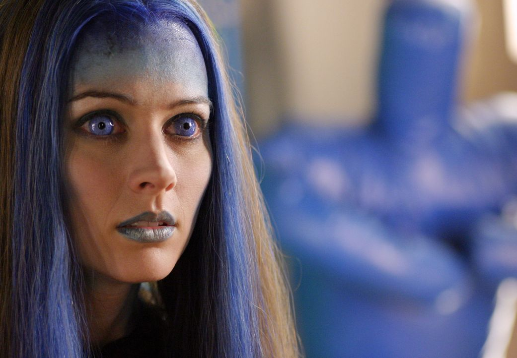 Illyrias (Amy Acker) Rolle ist weiterhin unklar. Während Angel sie für eine Gefahr hält, meint Wesley, man könne ihre Fähigkeiten nutzen. - Bildquelle: The WB Television Network