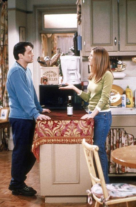Rachel (Jennifer Aniston, r.) gibt Joey (Matt LeBlanc, l.) mal wieder gute Ratschläge, dabei könnte sie auch welche gebrauchen ... - Bildquelle: TM+  2000 WARNER BROS.