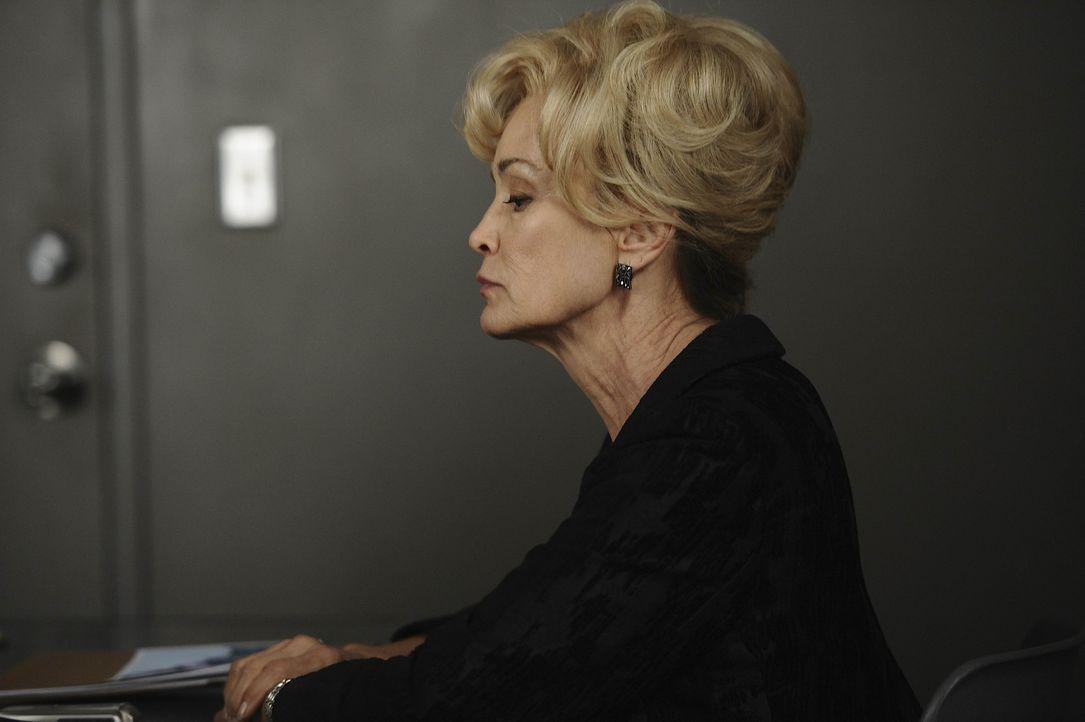Constance (Jessica Lange) muss sich den Fragen der Detectives auf dem Revier stellen ... - Bildquelle: 2011 Twentieth Century Fox Film Corporation. All rights reserved.