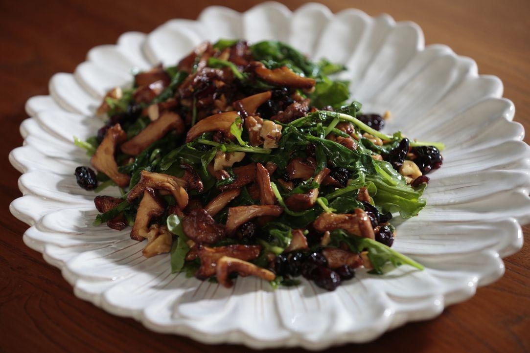 Giada hofft, ihre Tochter mit einem knackigen Salat aus Rucola und Pilzen begeistern zu können ... - Bildquelle: 2016,Television Food Network, G.P. All Rights Reserved