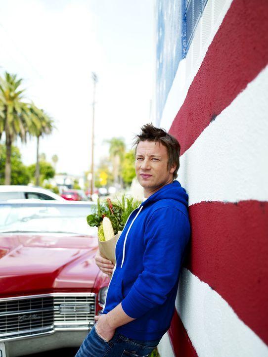 """Jamie Oliver entdeckt den """"American Way of Cooking"""" und sammelt auf seinem Roadtrip durch die verschiedenen Bundesstaaten mehr als 100 authentische... - Bildquelle: David Loftus 2009"""