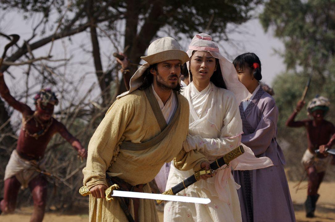 Wurden in einen Hinterhalt gelockt: Marco Polo (Ian Somerhalder, l.) kämpft um das Leben von Kensai (Desiree Ann Siahaan, r.). - Bildquelle: 2006 RHI Entertainment Distribution, LLC
