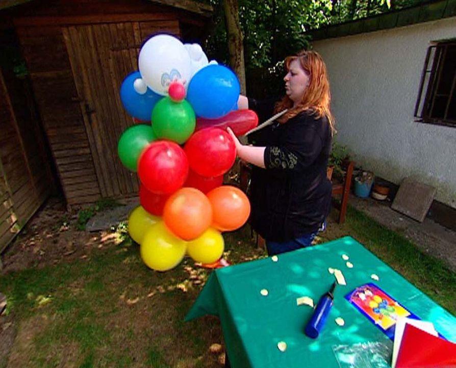Zum 3. Geburtstag der Tochter werden keine Kosten und Mühen gescheut. Kirsten bei den Vorbereitungen ... - Bildquelle: ProSieben