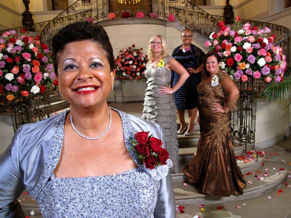 Was werden Gisella (r.), Karma (2.v.r.) und Beth (2.v.l.) wohl zu der Hochzeit von Judys (l.) Tochter sagen? - Bildquelle: Richard Vagg DCL