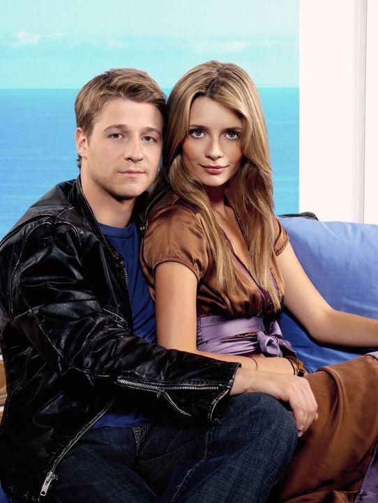 (3. Staffel) - Mehr als nur Freundschaft?: Marissa (Mischa Barton, r.) und Ryan (Benjamin McKenzie, l.) ... - Bildquelle: Warner Bros. Television