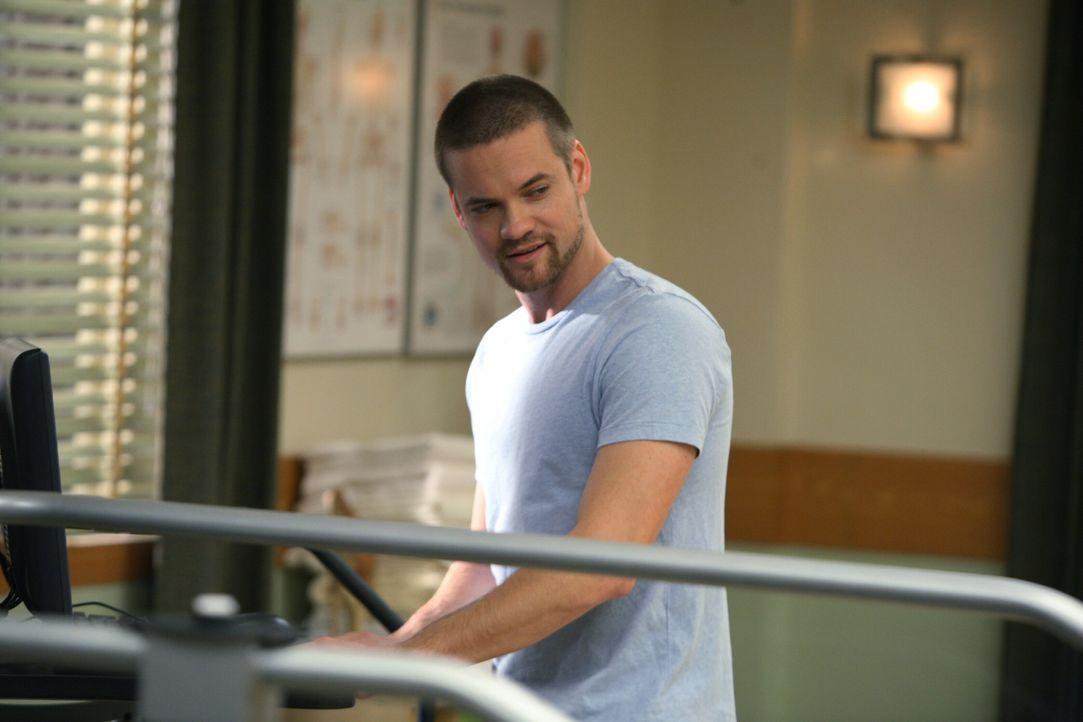 Ray (Shane West), der erfolgreich in einem Rehazentrum arbeitet, freut sich über einen unerwarteten Besuch ... - Bildquelle: Warner Bros. Television