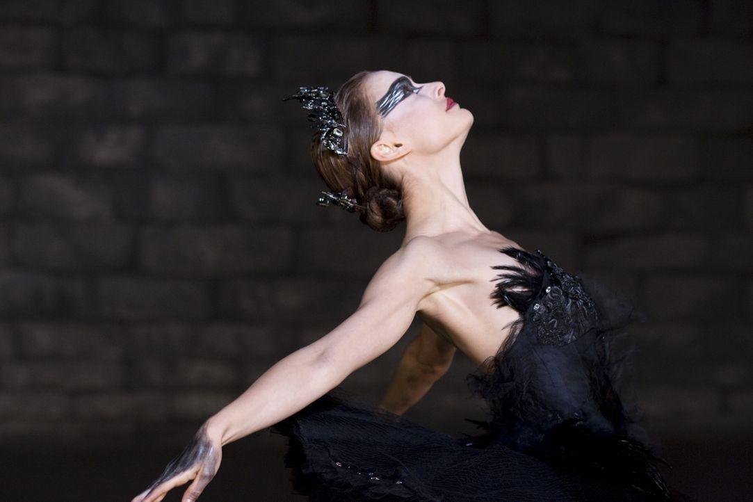"""Um der Figur des schwarzen Schwans in Tschaikowskis """"Schwanensee"""" Leben einzuhauchen, muss Nina (Natalie Portman) die dunklen Seiten ihrer Persönlic... - Bildquelle: 20th Century Fox"""