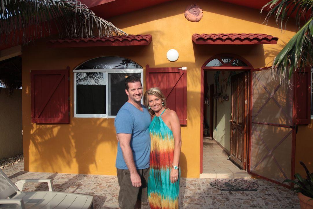 Seit elf Jahren machen Todd (l.) und Ashley (r.) Urlaub auf der kleinen Insel Isla Mujeres. Jetzt wollen sie sich hier endlich eine eigene Bleibe le... - Bildquelle: 2014, HGTV/Scripps Networks, LLC. All Rights Reserved.