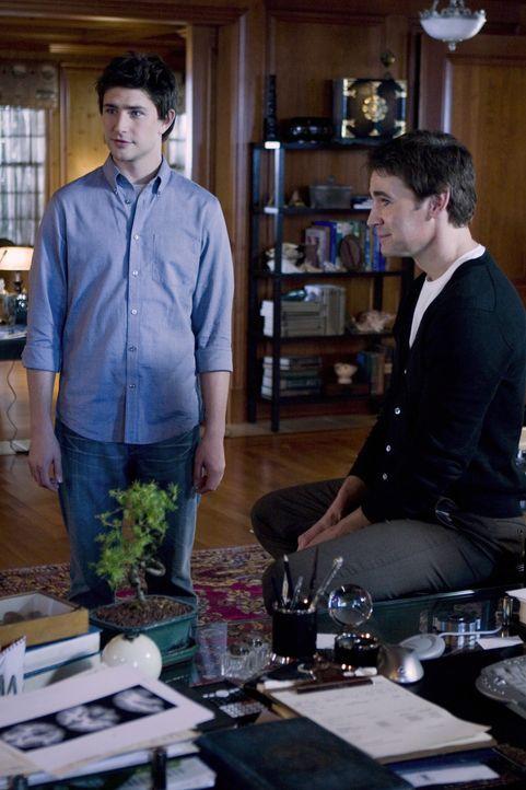 Adam Baylin (J. Eddie Peck, r.) lüftet das Geheimnis von Kyles (Matt Dallas, l.) Herkunft ... - Bildquelle: TOUCHSTONE TELEVISION